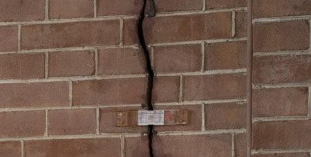 scheur in muur herstellen
