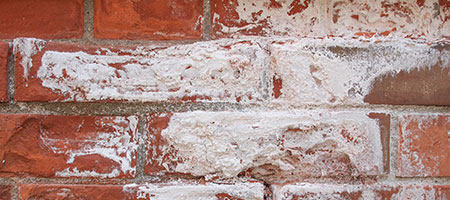 witte aanslag muren